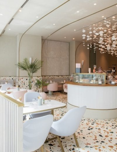 Italienischer Terrazzo in 'The Two Symphony' cafe (Dubai)